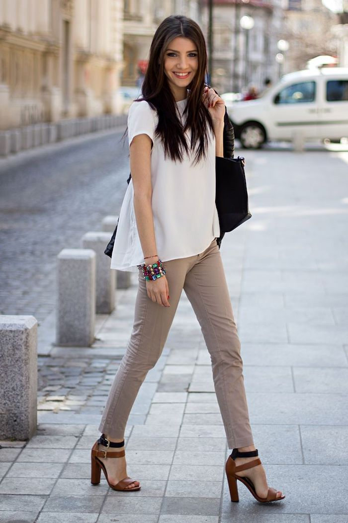 1001 tenues inspirantes pour savoir que mettre avec un pantalon beige magazine. Black Bedroom Furniture Sets. Home Design Ideas