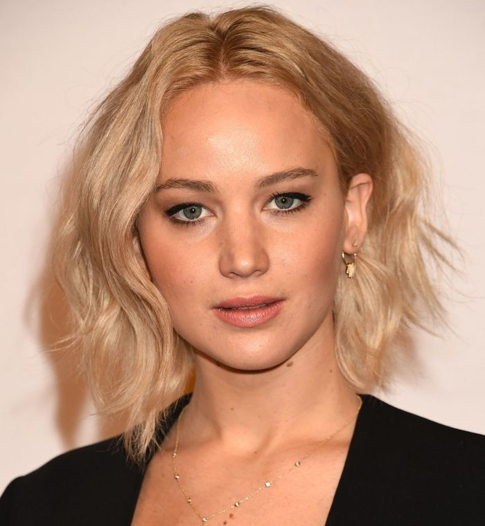 Idee Coiffure Carre Flou Mi Long Jennider Lawrence Rouge A Levres