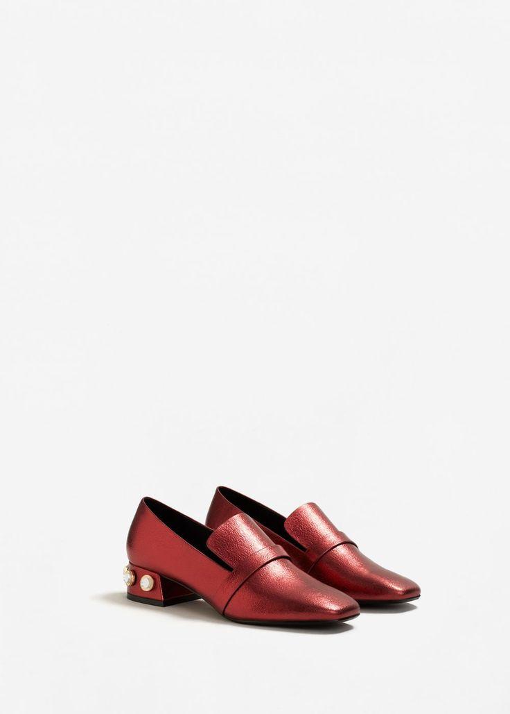 da82ff9d0067a tendance-chaussures-2017-2018-mocassins-a-talon-ornements-femme -mango-france.jpg