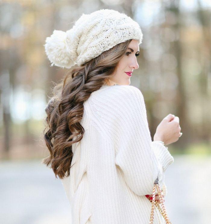 id e coiffure coiffure facile de noel cheveux longs ondul s chapeau blanc et gilet blanc l. Black Bedroom Furniture Sets. Home Design Ideas