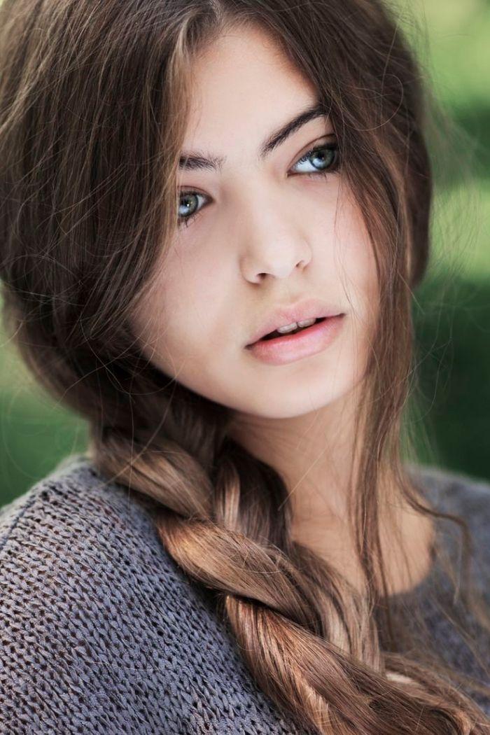 id e coiffure comment choisir sa couleur de cheveux jeune femme aux cheveux longs en tresse e. Black Bedroom Furniture Sets. Home Design Ideas
