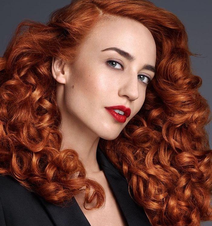 id e coiffure exempel de coloration roux fonc cheveux volumineux avec des grosses boucles e. Black Bedroom Furniture Sets. Home Design Ideas