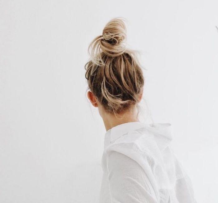 id e coiffure modele de chignon d coiff haut balayage blond cheveux longs coiffure facil. Black Bedroom Furniture Sets. Home Design Ideas