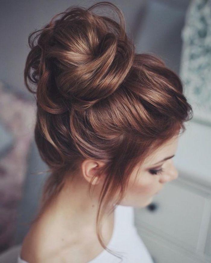 Idee Coiffure Modele De Chignon Haut Decoiffe Coiffure Sur De Long Cheveux Boucles Volume Madame Tn Magazine Feminin Numero 1 Mode Beaute Shopping Lifestyle