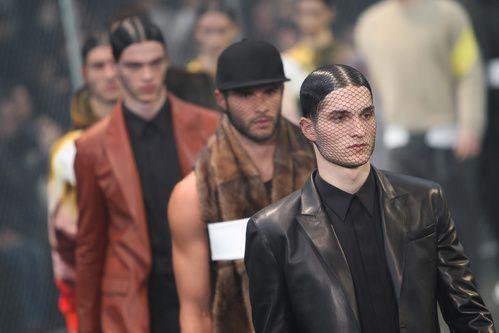 Inspiration Coiffure Defile Givenchy Homme Automne Hiver 2014 2015 Madame Tn Magazine Feminin Numero 1 Mode Beaute Shopping Lifestyle