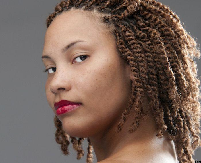id e coiffure comment faire des tresse coll e ajouts afro magazine f minin. Black Bedroom Furniture Sets. Home Design Ideas