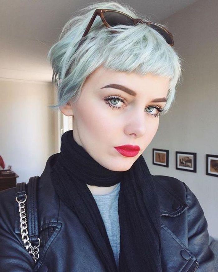 Id e coiffure coupe de cheveux courte femme carr for Coupe de cheveux court plongeant