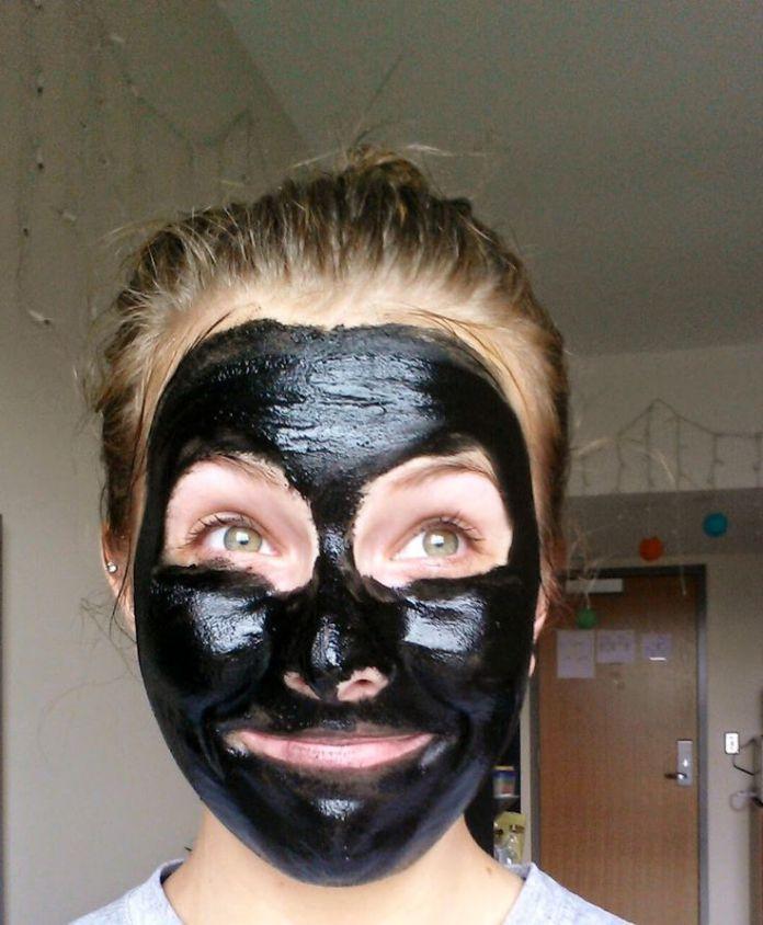 diy masque masques bricolage le charbon actif fera merveilles pour votre visage diy la. Black Bedroom Furniture Sets. Home Design Ideas