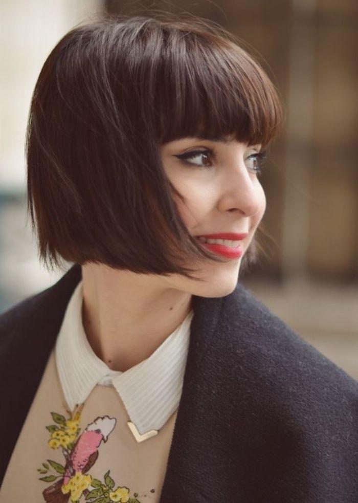 Idee Coiffure Coupe De Cheveux Courte Femme Carre Plongeant Court Avec Frange Sur Le Front Madame Tn Magazine Feminin Numero 1 Mode Beaute Shopping Lifestyle