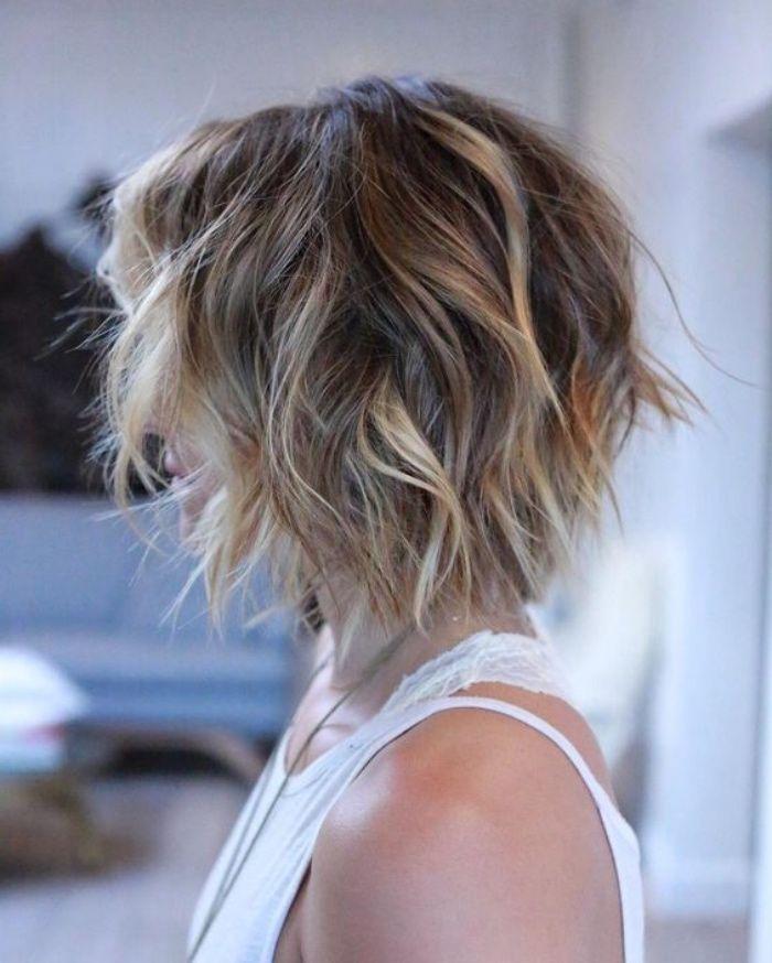 idee coiffure coupe carre plongeant court avec des