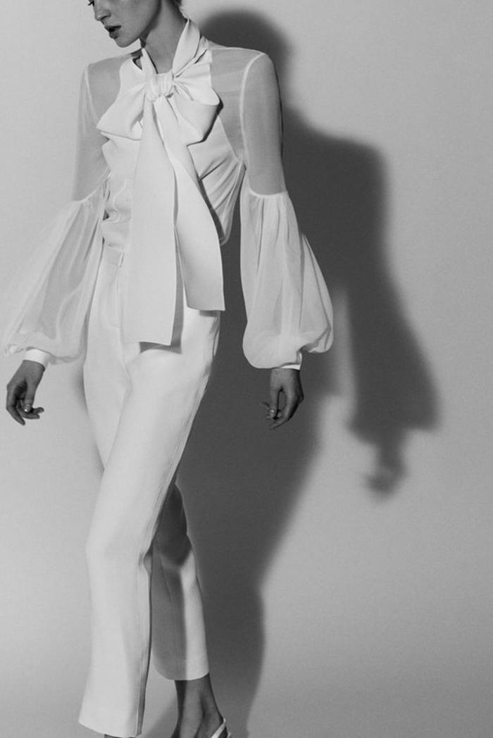 pantalon tailleur avec blouse aux grand nœud blanc noué au décolleté, tailleur pantalon femme chic pour mariage, manches larges bouffantes transparentes