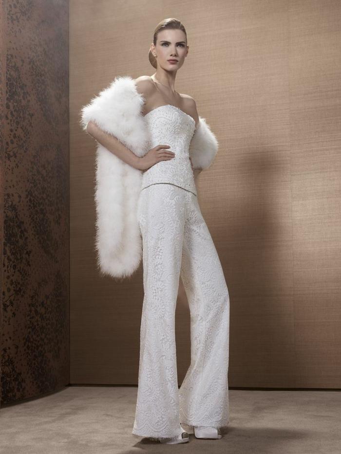pantalon tailleur femme, pantalon smoking femme, bustier avec des perles minuscules, cape en fausse fourrure blanche, tailleur pantalon femme pour ceremonie