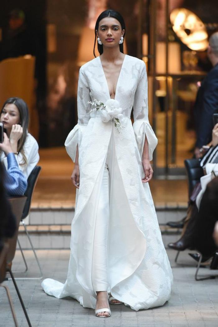 tenue ceremonie femme, pantalon tailleur, pantalon smoking femme, robe ouverte devant en style tunique, tailleur pantalon femme chic pour mariage