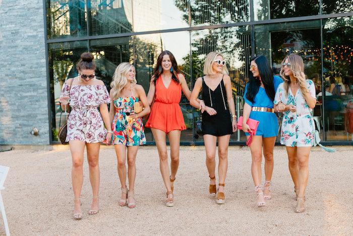 Combishort femme chic, combinaison mariage, idée comment s'habiller aujourd'hui, amies en enterrement de jeune fille party