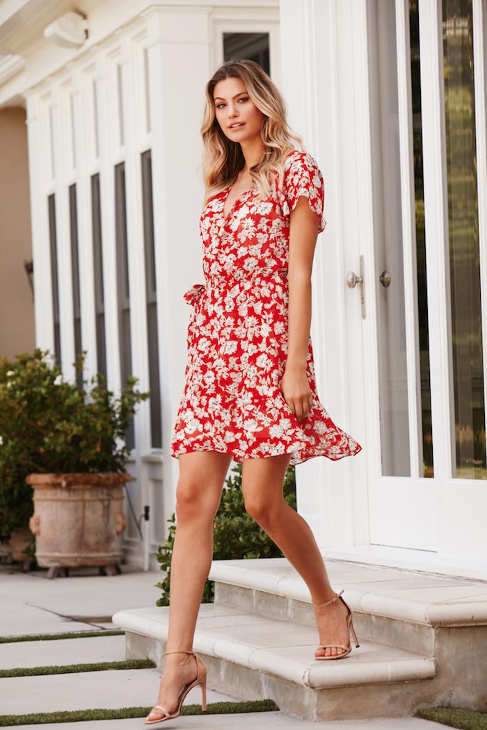 b29816fb5478d Belle robe de mariée champetre chic robe chic et champetre élégante idée  tenue été tenue rouge