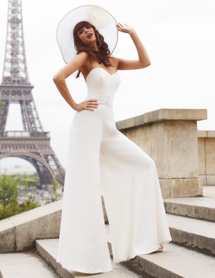 idée combinaison habillée femme pour mariage à bustier coeur, tenue chic et élégante en combipantalon large de couleur blanche
