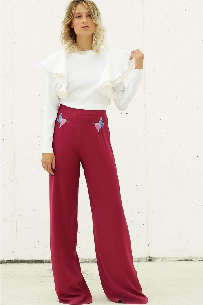 tenue élégante en blanc et rouge avec pantalon large taille haute et chemise blanche, idée tenue avec pantalon fluide femme