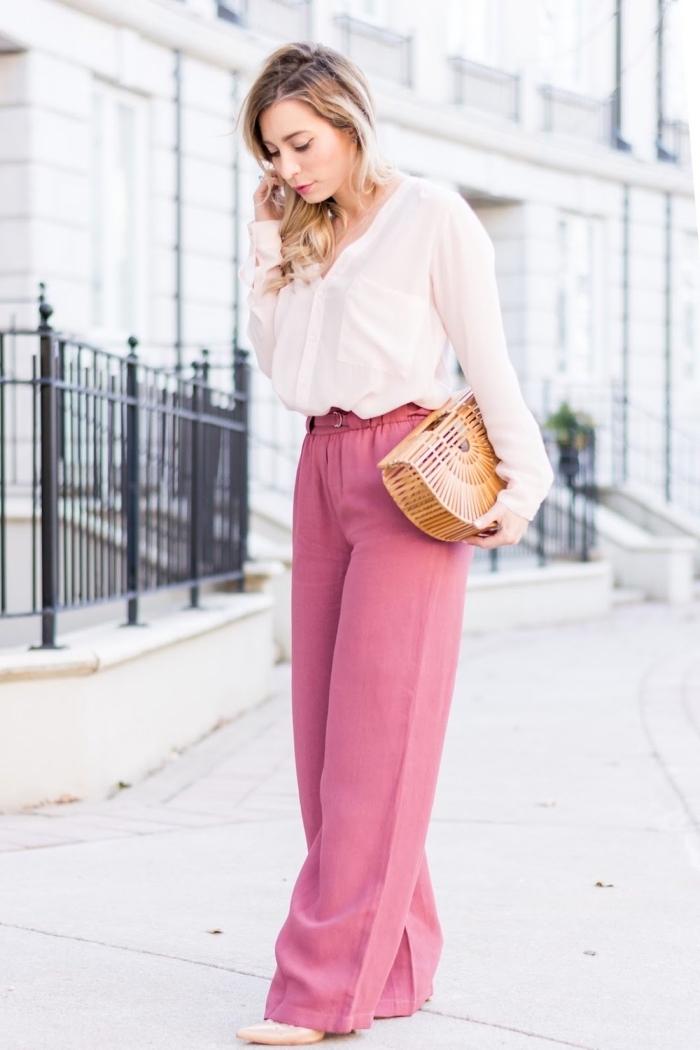 look femme élégant en pantalon large rose et chemise blanche accessoirisé avec sac à main tendance et chaussures beige