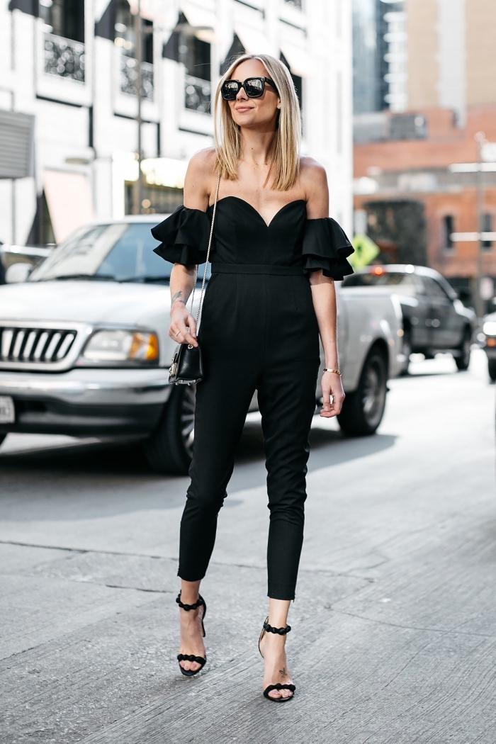 idée comment assortir une combinaison pantalon femme noir avec chaussures et sac à main noirs, look total noir en combipantalon aux épaules dénudées