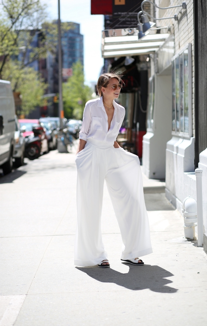 look total blanc pour femme en pantalon fluide avec sandales plates, exemple de tailleur pantalon femme en blanc