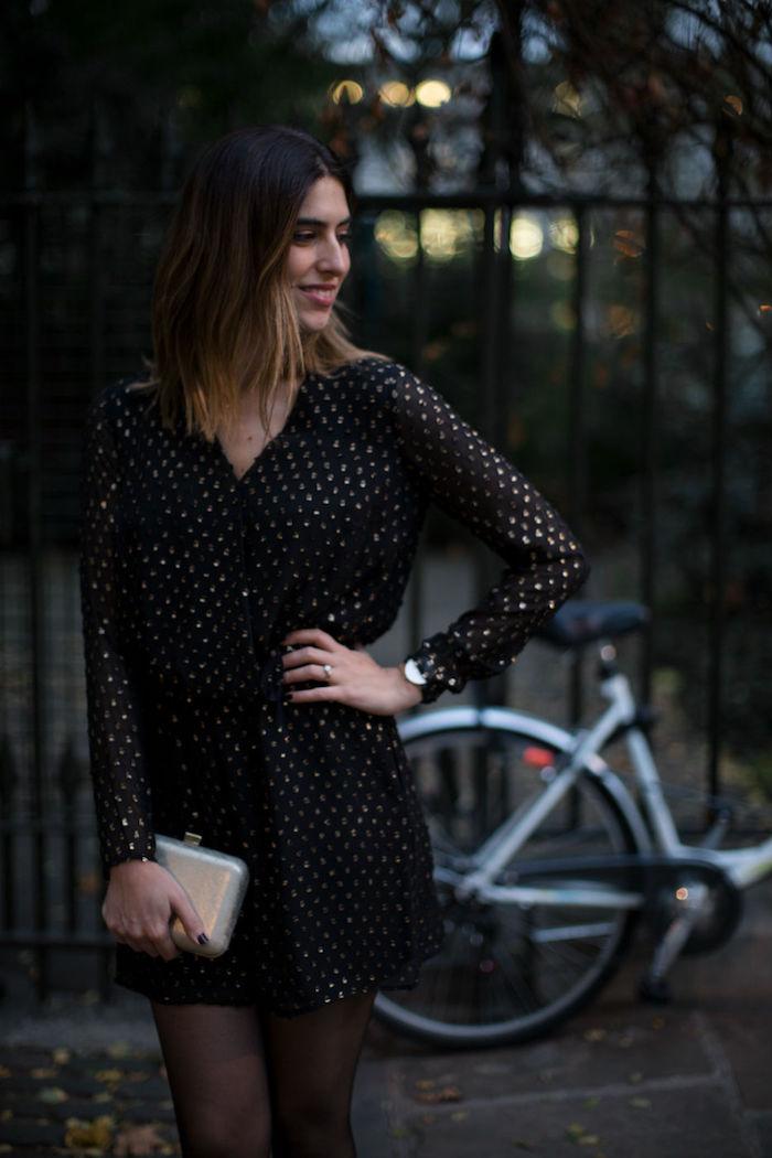 Le combi-short blanche, combinaison chic femme tenue décontractée chic en vogue, noir combishort avec pois dorés