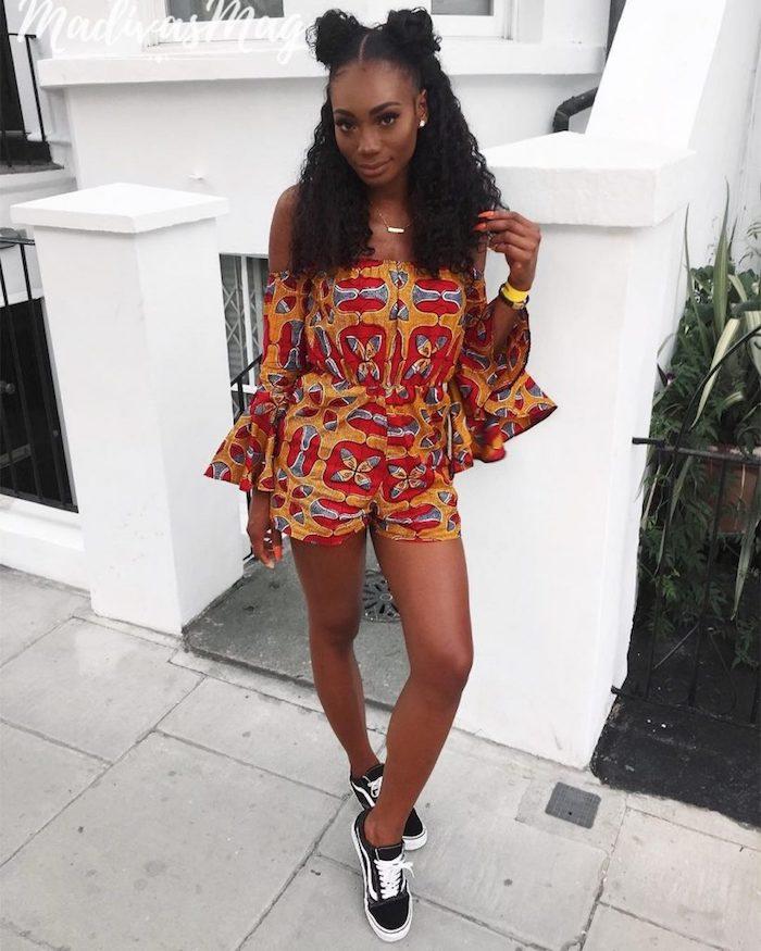 Belle femme en combishort wax épaules dénudées, combinaison pantalon femme, originale tenue de soirée pagne africaine tendance tenue avec baskets