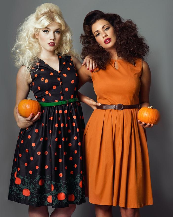 robes rétro avec ceintures fines, robe noire pointillée aux pois oranges, ceinture verte
