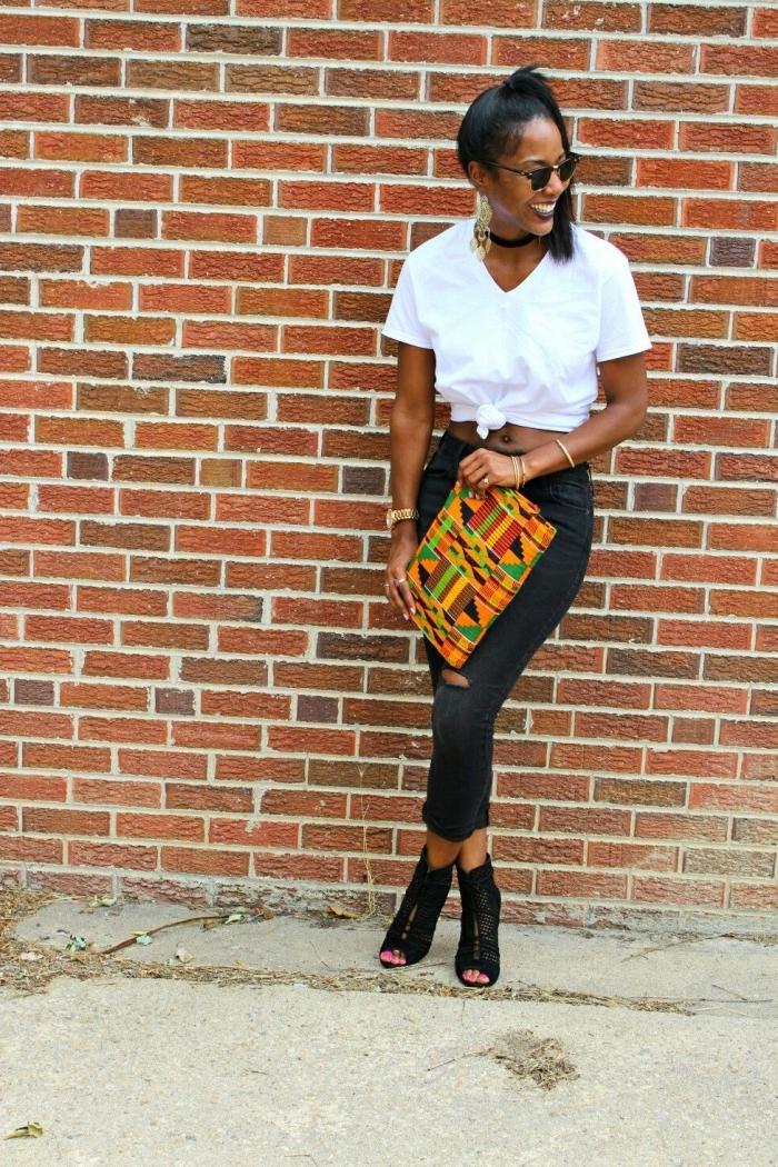 sac pochette en tissu africain à motifs géométriques vitaminés qui réveille le look noir et blanc