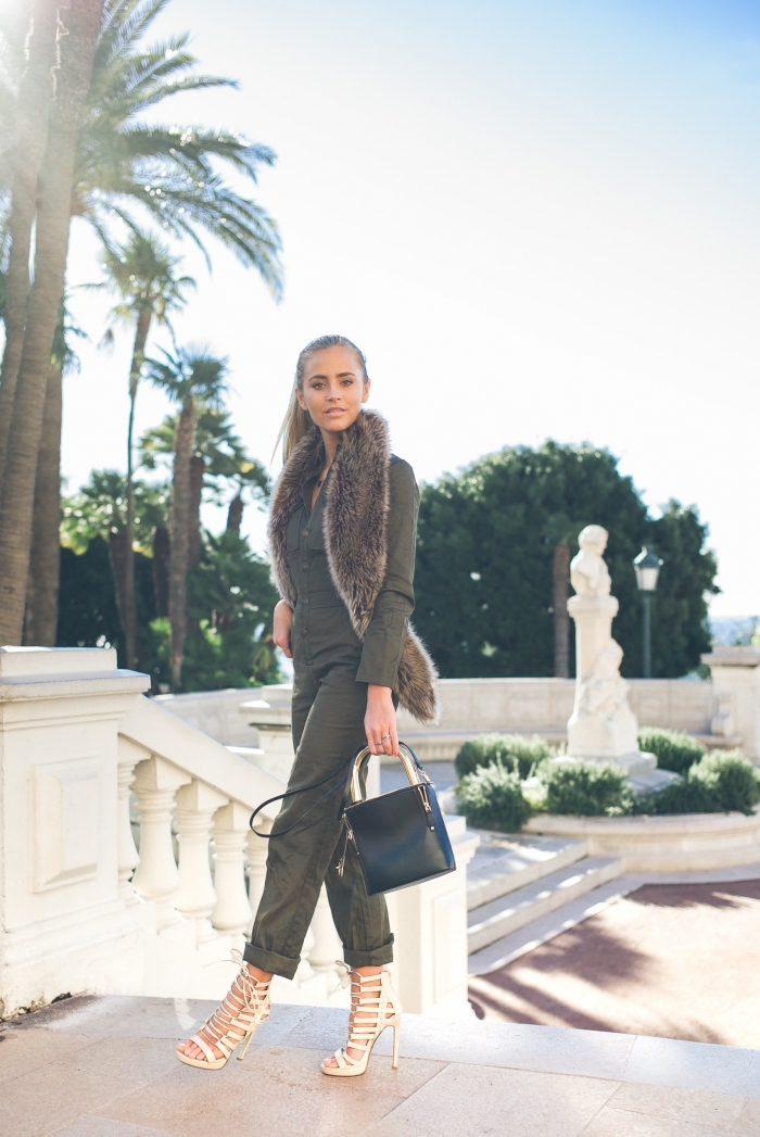 mode femme actuelle avec une combinaison kaki aux manches longues à longueur cheville portée avec sandales hautes