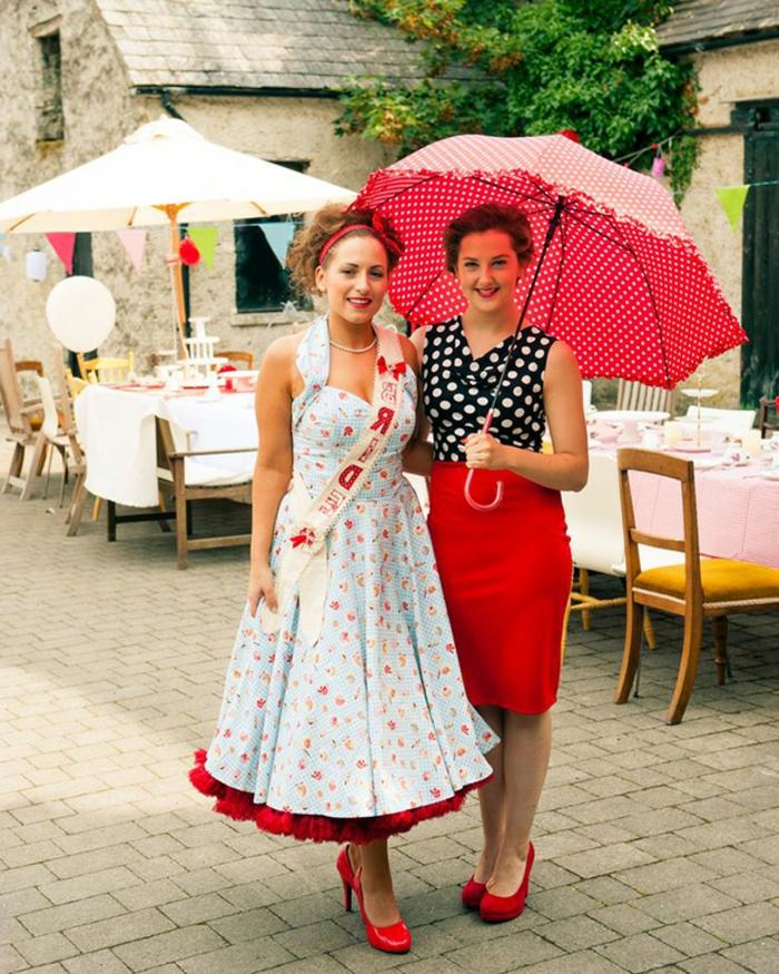 déguisement pour soirée guinguette, robe bleue à cerises rouges, parapluie rouge pointillée