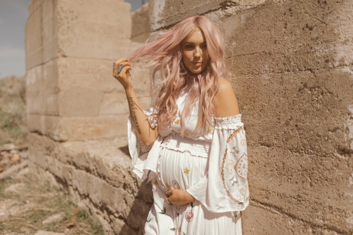 robe boheme longue, vetement hippie chic, robe blanche boheme, vetement boheme romantique, épaules dénudées