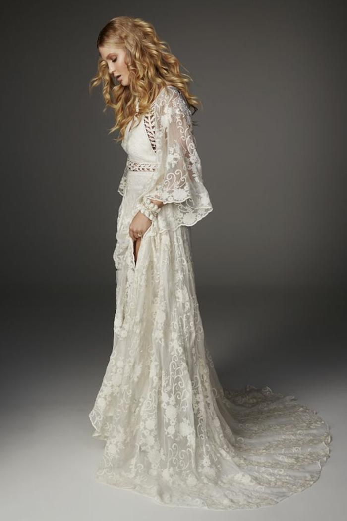 robe champetre chic, robe longue hippie chic, robe boheme blanche, vetement hippie chic, manches longues évasées en dentelle couleur ivoire