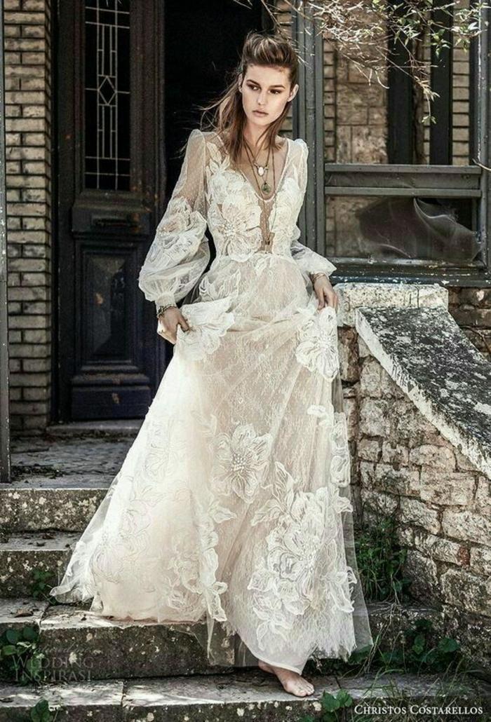 robe boheme mariage, robe longue boheme chic, vetement boheme romantique, dame qui descend les escaliers en levant la jupe de la robe
