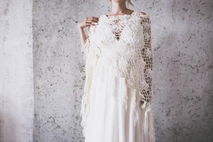 robe blanche boheme, robe longue hippie chic, tenue boheme chic, cape en dentelle blanche, robe boheme longue, mariée en robe champetre chic