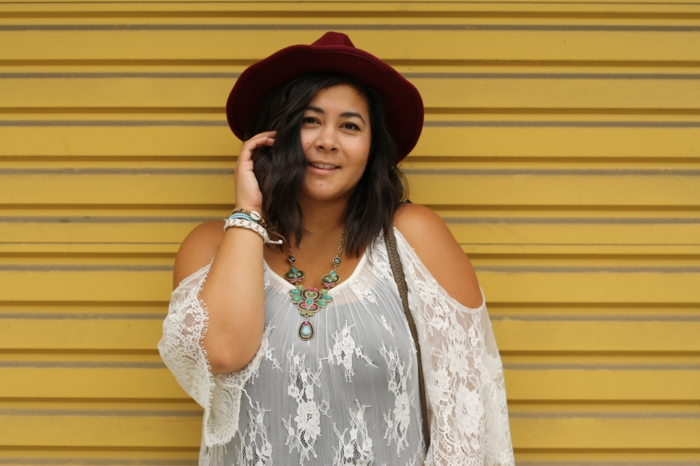 robe longue hippie chic, robe hippie chic en dentelle, épaules nues, robe longue boheme chic, dentelle blanche motifs fleuris