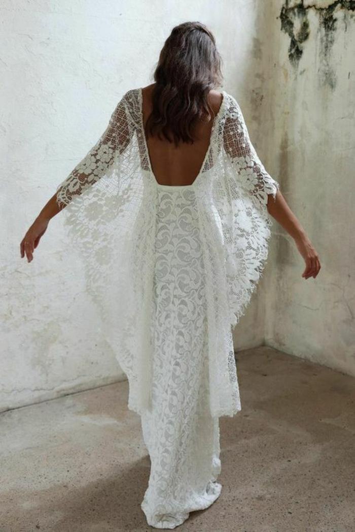 tenue boheme chic, robe moulante avec des manches type chauve-souris, robe longue boheme chic, robe dos nu dentelle