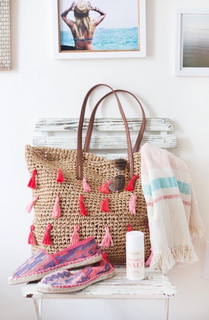 comment décorer un sac à main avec petits tassels, accessoire sac à main avec déco diy facile à faire soi-même