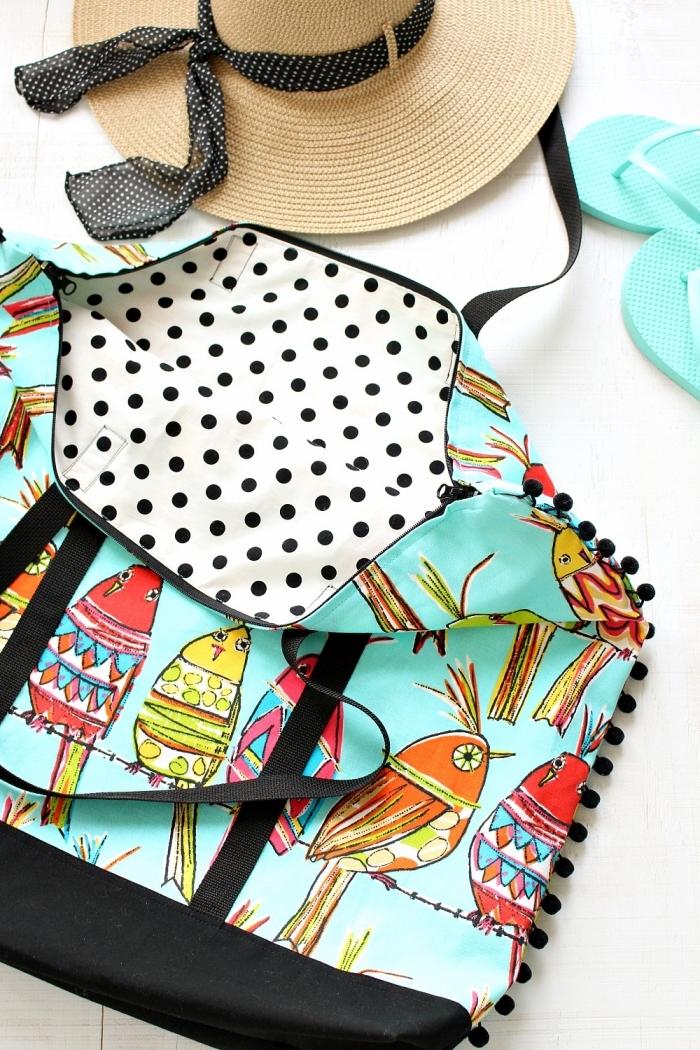 idée comment faire un sac à main facile en tissu aux motifs dessin oiseaux colorés, déco accessoire avec mini pompons noirs