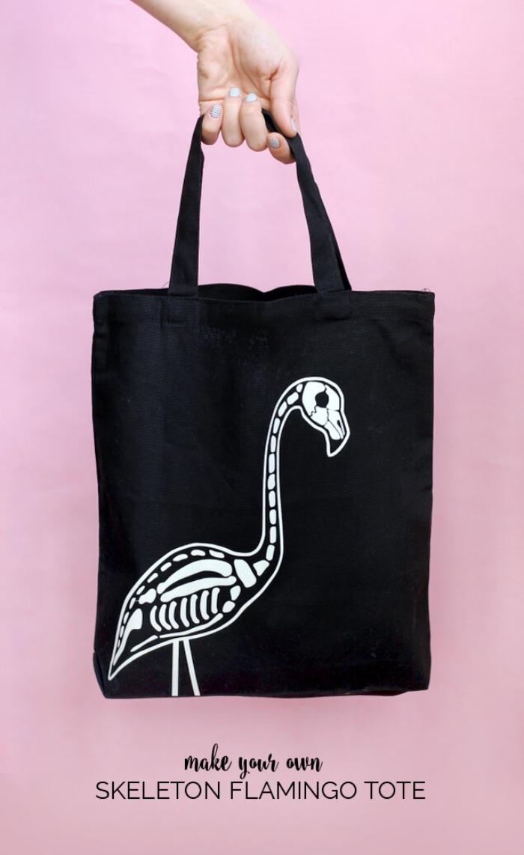 modèle de sac à main cabas noir avec dessin squelette de flamant, accessoire sac cabas personnalisé pour Halloween