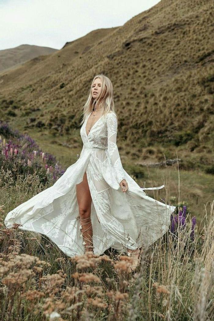 robe longue hippie chic, robe boheme blanche, vetement boheme romantique, robe boheme mariage avec grande ouverture devant