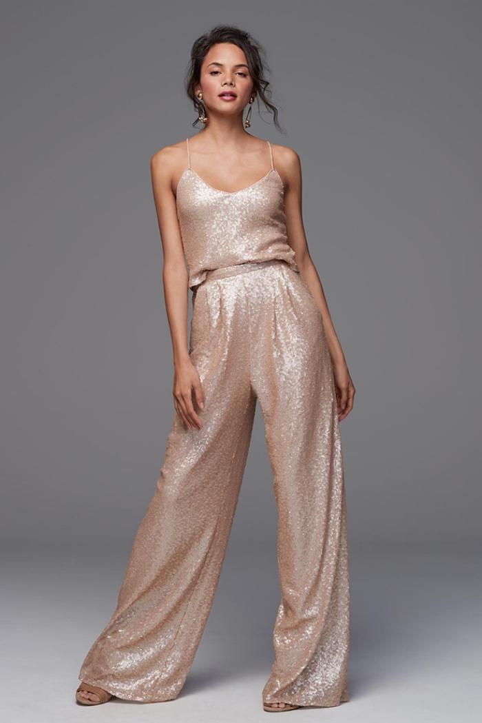 tenue habillée femme chic, quels vêtements pour assister à un mariage, modèle de combinaison dorée aux larges jambes