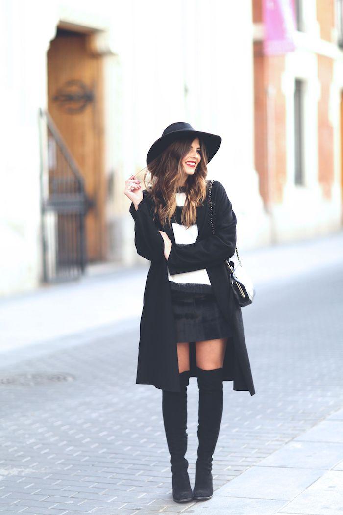 Cuissarde chaussette velours associé de mini jupe, comment porter des cuissardes, tenue de jour avec bottes hautes