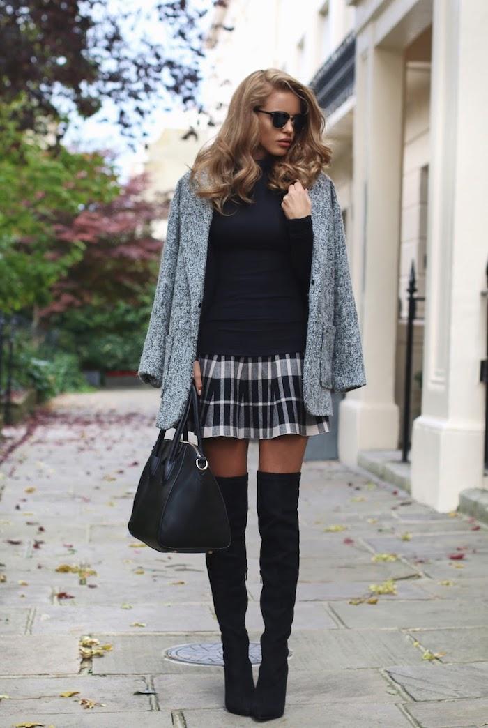 Tenue avec cuissarde, look avec cuissarde, robe pull et cuissarde tenue automne 2018, femme mini jupe carrée et bottes hautes