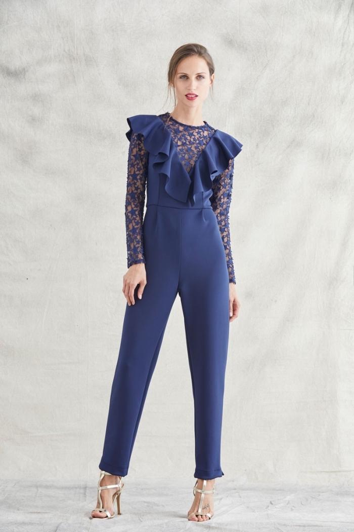 jolie combinaison bleu à larges jambes avec top à décolleté à volants et manches longues en broderie design étoiles