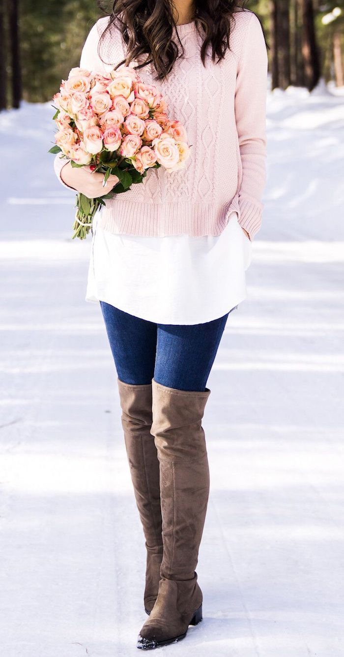Tenue avec cuissarde femme, jolie photo de tenue de jour simple et chic, chaussures brunes avec jean