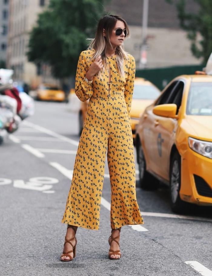 quelle couleur pour tenue invitée au mariage chic, modèle de combipantalon jaune aux manches longues et jambes culottes
