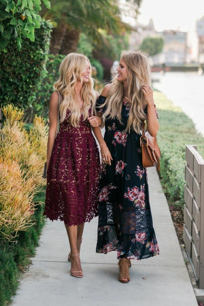 deux invitées de mariage d'automne, robe midi-longue couleur bordeaux en dentelle, robe noire florale