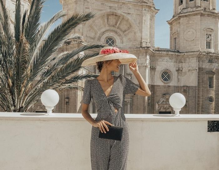 combinaison pantalon femme chic noué en gris avec manches courtes et jambes fluides, idée comment bien s'habiller pour assister à un mariage
