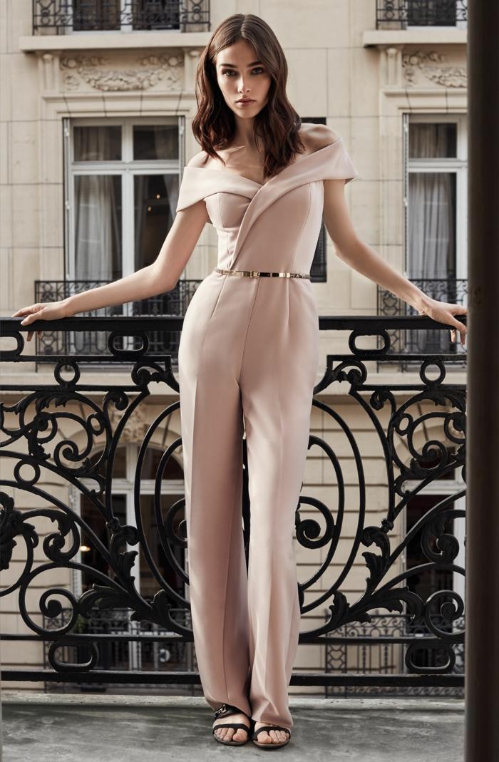 combinaison rose poudré, tenue mariage invitée femme pantalon, ceinture dorée