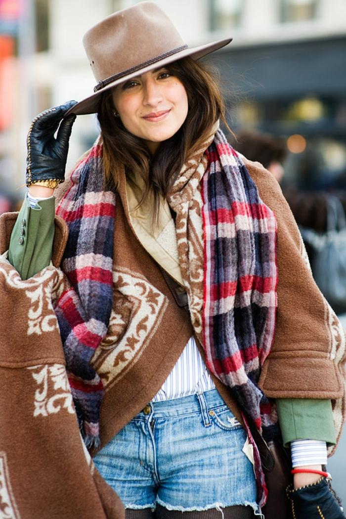 Pull chaud femme look bohème chic pour l'hiver, etre une femme bien habillee, idée quelle tenue choisir aujourd hui